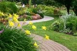 Gartenwege pflegen und instandhalten