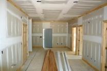 Türen und Holzdecken montieren